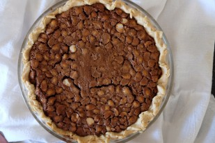 mom's to die for chocolate macadamia pie